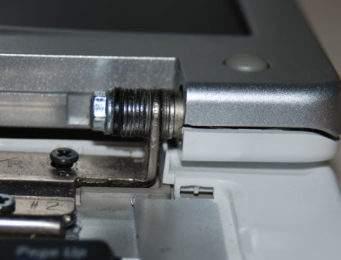 riparazione cerniere portatili, sostituzione e ricambio cerniere schermo laptop Assistenza portatili Milano